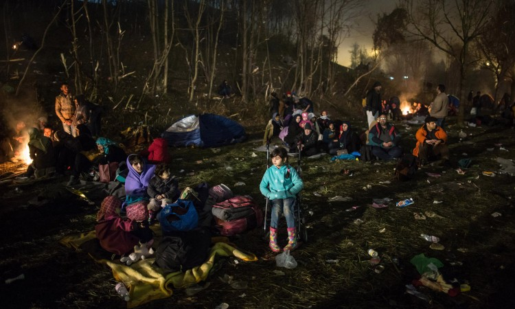 Refugees from Syria wait at the Slovenian-Austrian border in Sentilj, Slovenia, 30 October 2015. The asylum seekers are expected to be taken to an emergency shelter.